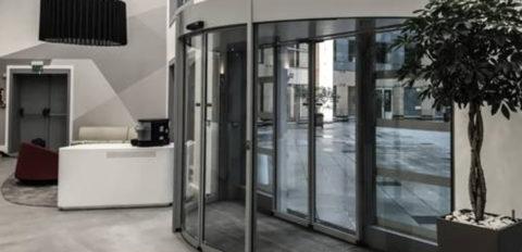 Радиусные раздвижные двери
